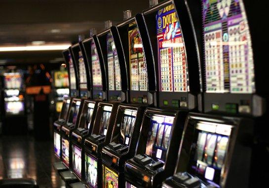 Скачать бесплатные азартные игровые онлайн слоты на азартном портале Азино три топора